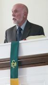 Alan Stevens delivering sermon